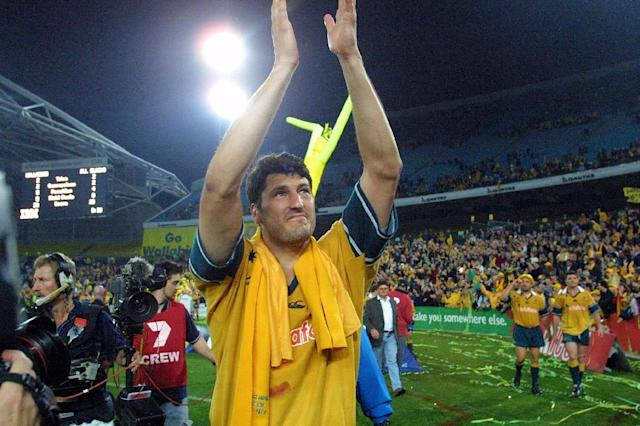 Australia's John Eales salutes the crowd after helping the Wallabies win the 2001 Tri Nations series in Sydney (AFP Photo/David Hancock)