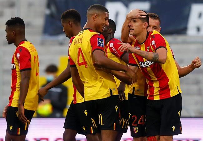 Lens moves 2nd with 2-0 win over 9-man Saint-Etienne