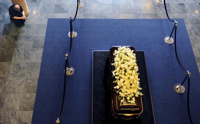 <p>A man prays in front of the casket of former first lady Nancy Reagan as she lies in repose at the Ronald Reagan Presidential Library, in Simi Valley, Calif., March 9, 2016. <i>(Photo: Wally Skalij/Reuters)</i></p>