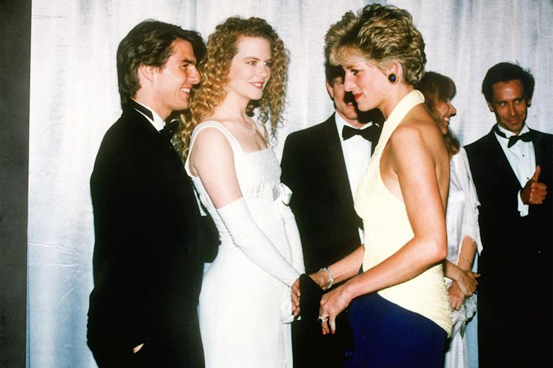 Having a chat with Tom Cruise and Nicole Kidman at the premiere of Far and Away. She's wearing Catherine Walker.