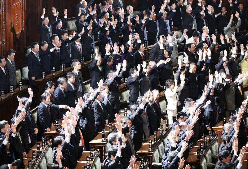 Prime Minister Yoshihiko Noda, second row from top, third left, stands still while other lawmakers shout banzai, or long live, after he dissolved the lower house of parliament in Tokyo Friday, Nov. 16, 2012. Noda dissolved the lower house of parliament Friday, paving the way for elections in which his ruling party will likely give way to a weak coalition government divided over how to solve Japan's myriad problems. (AP Photo/Koji Sasahara)