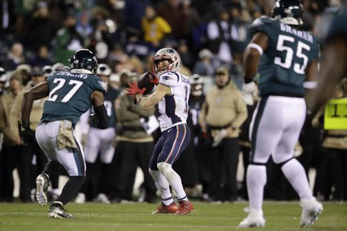 Patriots grind out a 17-10 win over Eagles