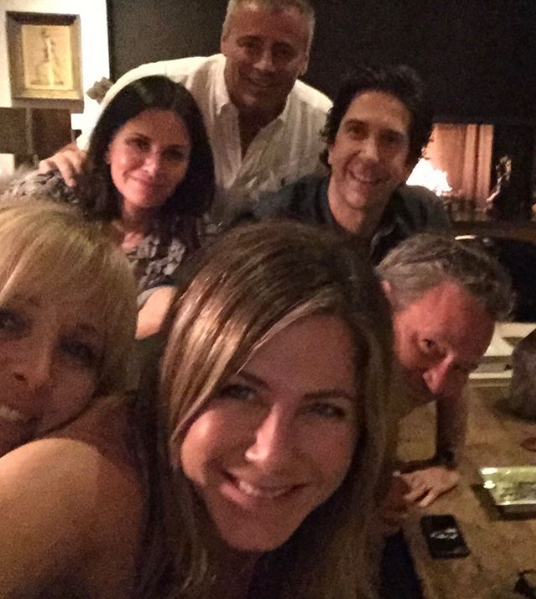 Jennifer Aniston selfie Friends cast