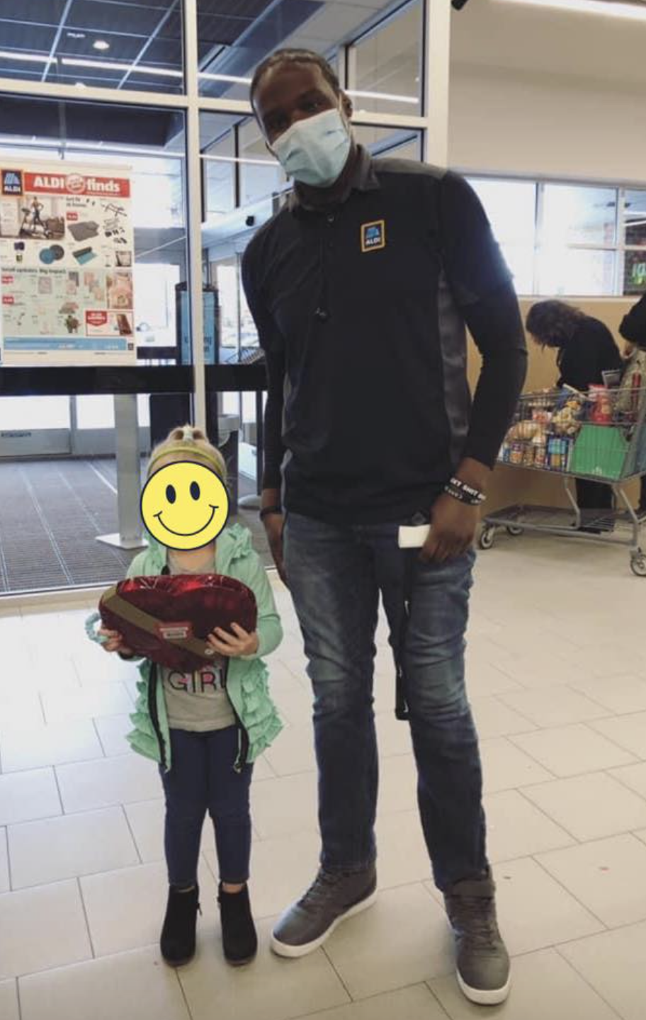 Aldi employee Kawon pictured with the young girl.