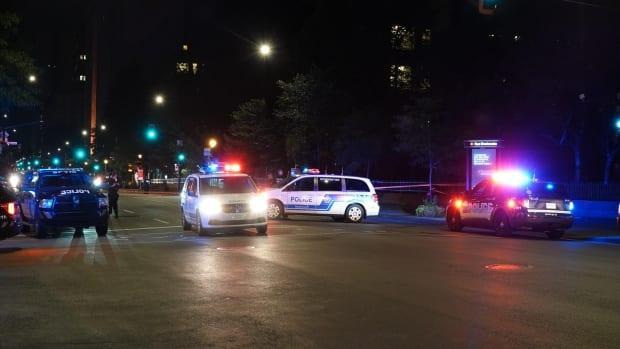The death of the 23-year-old man is the 21st homicide investigation this year in Montreal police's territory.  (Stéphane Grégoire/Radio-Canada - image credit)