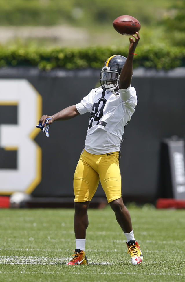 """Pittsburgh Steelers wide receiver Antonio Brown throws a ball as he warms up during an NFL football practice, Tuesday, June 12, 2018, in Pittsburgh. Brown says he skipped the final two weeks of organized team activities to spend time with his family and not because quarterback Ben Roethlisberger also bailed on the voluntary sessions. Brown added he doesn't feel much """"freedom"""" lately due to pressure from outside forces. (AP Photo/Keith Srakocic)"""