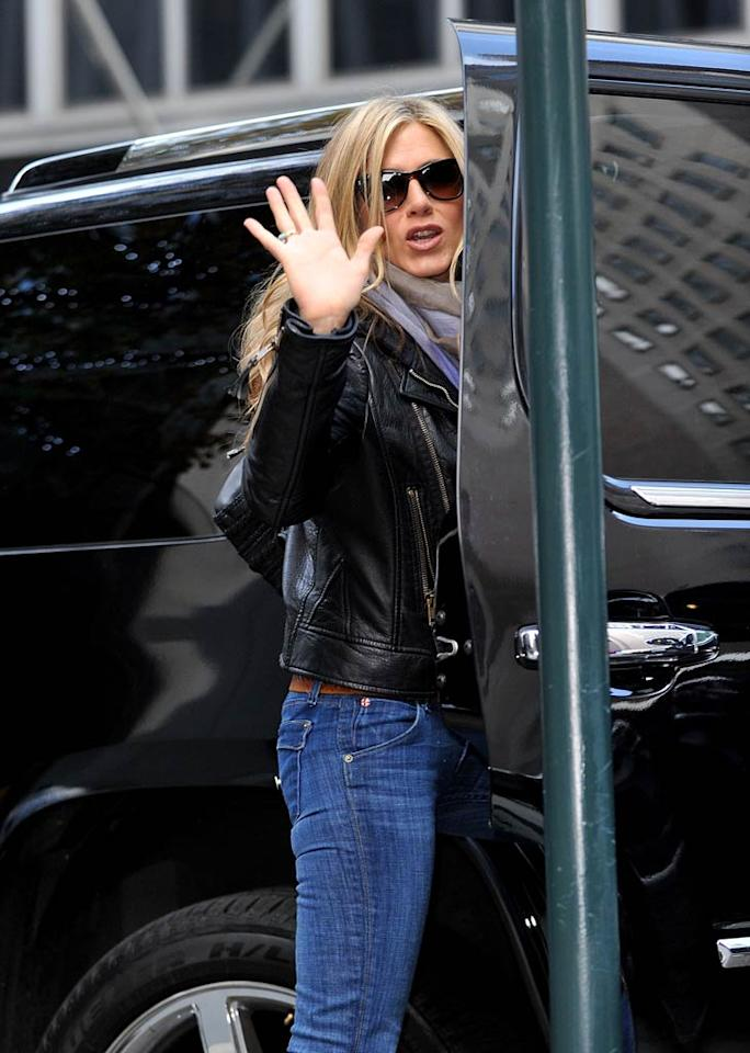 """According to <i>Star</i> magazine, when Jennifer Aniston was recently in Mexico with gal pal Chelsea Handler, the """"Friends"""" star """"broke down"""" while discussing ex-husband Brad Pitt and confessed, """"I can't stop loving Brad."""" The magazine notes Aniston is holding out hope that """"someday they might get back together."""" For more dish about what really happened, check out what a trusted pal exclusively tells <a href=""""http://www.gossipcop.com/jennifer-aniston-still-loves-brad-pitt-chelsea-handler-mexico/"""" target=""""new"""">Gossip Cop</a>. James Devaney/<a href=""""http://www.wireimage.com"""" target=""""new"""">WireImage.com</a> - November 20, 2010"""