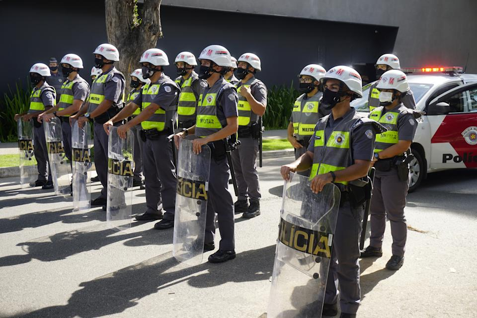 SAO PAULO, BRAZIL - MARCH 21: Police take security measures as supporters of Brazil's President Jair Bolsonaro take part in a protest near the house of the Governor of Sao Paulo, Joao Doria against the measures he implemented to curb the spread of the coronavirus disease (COVID-19), in Sao Paulo, Brazil, March 21, 2021. (Photo by Cristina  Szucinski/Anadolu Agency via Getty Images)
