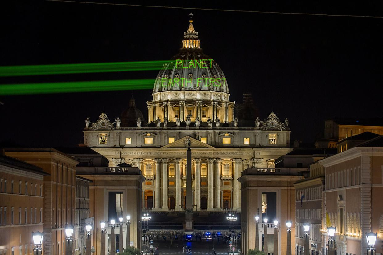 A few hours before the meeting between Pope Francis and President Donald Trump, Greenpeace activists send a message on the dome of St. Peter's Basilica early Wednesday. (Photo: Bente Stachowske / Greenpeace)