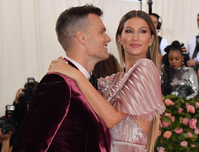 """Gisele Bundchen, pictured with her husband Tom Brady, says she doesn't like the term """"stepmom."""" (Photo: ANGELA WEISS/AFP via Getty Images)"""