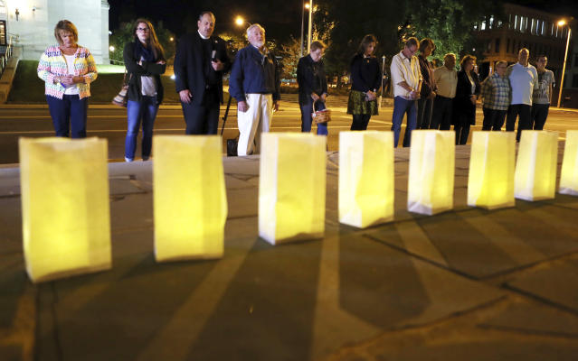 <p>Luminaries for victims of the the Sunday evening shooting tragedy in Las Vegas are lit on the front steps of Greene Memorial United Methodist Church surrounded by those brought together in prayer and solidarity on Monday, Oct. 2, 2017, in Roanoke, Va. (Photo: Heather Rousseau/The Roanoke Times via AP) </p>