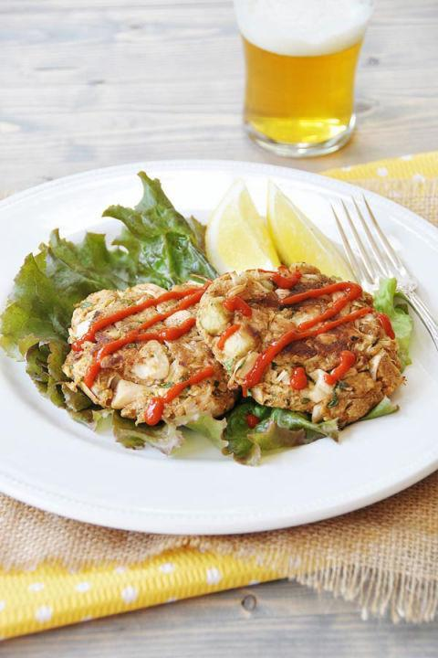 """<p>Who needs crab when you have a giant tropical fruit? These <a href=""""http://www.drozthegoodlife.com/healthy-food-nutrition/healthy-recipe-ideas/tips/g538/crab-cake-recipe/"""" rel=""""nofollow noopener"""" target=""""_blank"""" data-ylk=""""slk:'crab' cakes"""" class=""""link rapid-noclick-resp"""">'crab' cakes</a><span> have the same flavor without the meat.</span></p><p>Grab the recipe from <a href=""""http://www.veganosity.com/vegan-jackfruit-crab-cakes/"""" rel=""""nofollow noopener"""" target=""""_blank"""" data-ylk=""""slk:Veganosity"""" class=""""link rapid-noclick-resp"""">Veganosity</a>.</p>"""