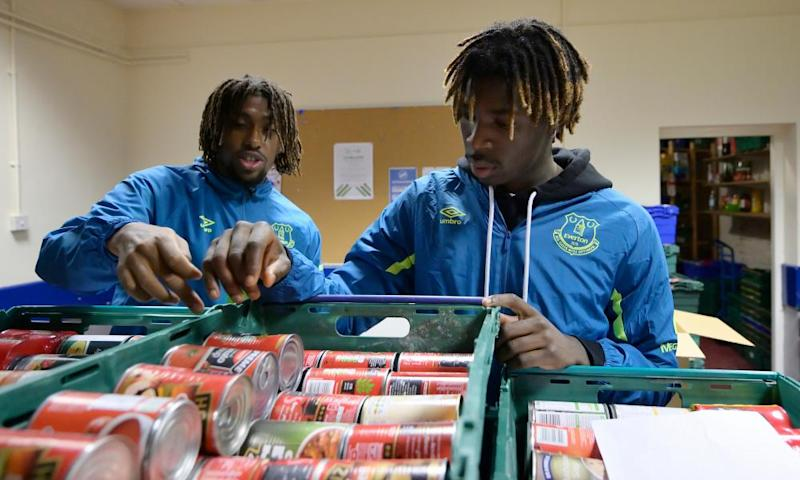 Everton players Alex Iwobi and Moise Kean help out at a foodbank in Liverpool.