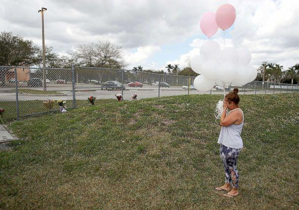 PHOTO: Glenis Rosario carries balloons to the Marjory Stoneman Douglas High School, Feb. 18, 2018 in Parkland, Fla. (Mark Wilson/Getty Images)