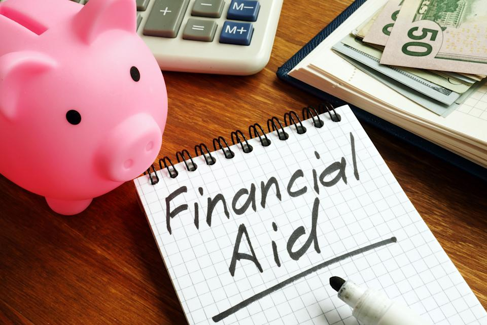 Financial aid sign with money and piggy bank.