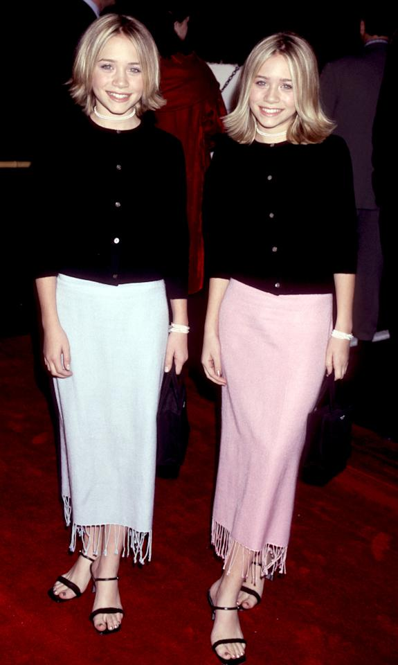 <p>We challenge you to find a more iconic photograph. Mary-Kate and Ashley Olsen proved twinning is winning on the red carpet back in 1999 and not only did they co-ordinate their looks but their Kate Spade accessories too. <em>[Photo: Getty]</em> </p>