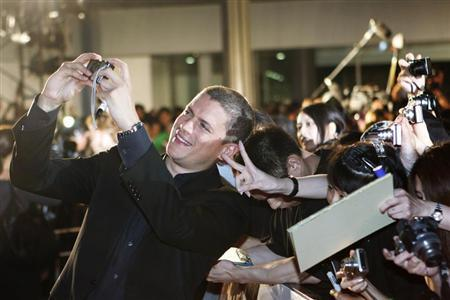"""Actor Wentworth Miller takes a picture with fans at the """"Resident Evil: Afterlife 3D"""" Tokyo premiere"""