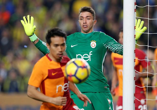 Soccer Football - Turkish Super League - Fenerbahce S.K vs Galatasaray - Sukru Saracoglu Stadium, Istanbul, Turkey - March 17, 2018 Galatasaray's Fernando Muslera reacts REUTERS/Murad Sezer