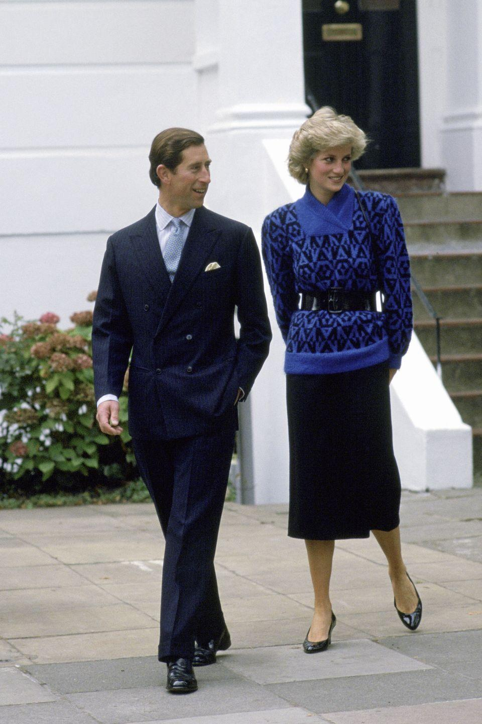 <p>Some might think that a sweater like this would be too bulky to cinch at the waist, but Diana wasn't so easily fooled.<br></p>