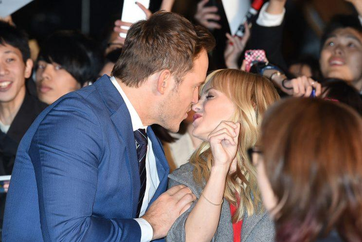 Chris Pratt steals a kiss from wife Anna Faris at the Tokyo premiere of