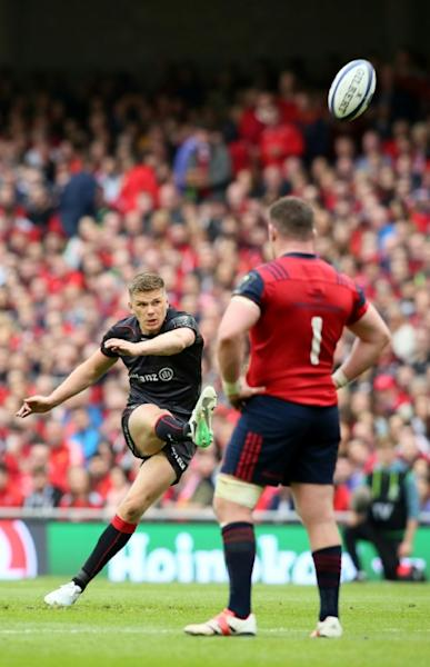 Saracens' English fly-half Owen Farrell (L) puts three points on the board as Munster's Irish prop Dave Kilcoyne watches during their rugby union Champions Cup semi-final match in Dublin on April 22, 2017