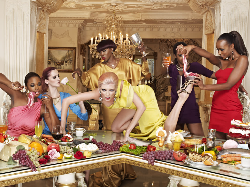 """Seymone, Catherine, Sophie, Eboni, and Annaliese in a photo shoot posing with singer Estelle as art installations during a dinner party on """"America's Next Top Model."""""""