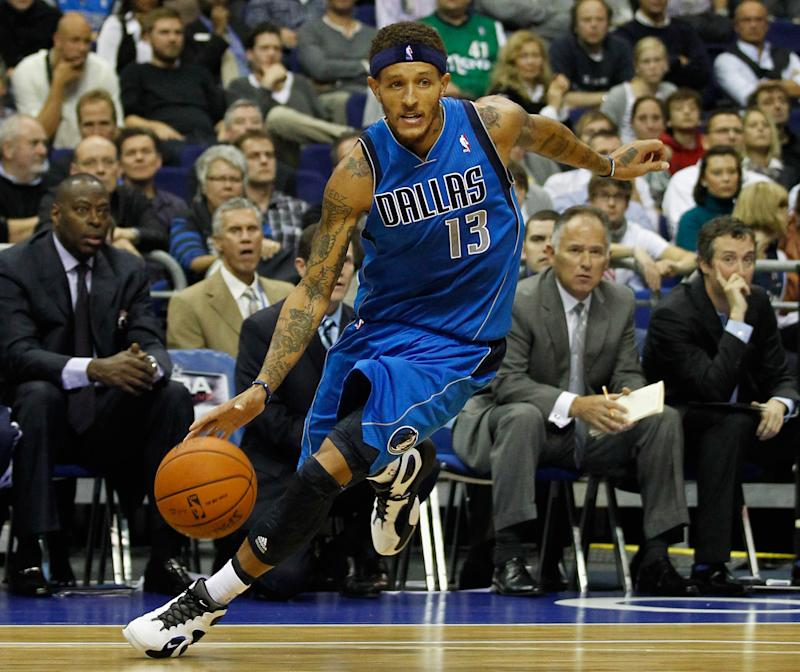 Jameer Nelson and Dez Bryant were among those sharing support for former Delonte West on Monday after disturbing videos surfaced on social media.