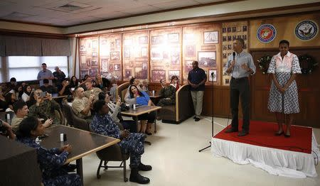 U.S. President Barack Obama and First Lady Michelle Obama (R) greet U.S. military personnel at Marine Corps Base Hawaii on Christmas Day in Kaneohe Bay, Hawaii December 25, 2014. REUTERS/Gary Cameron