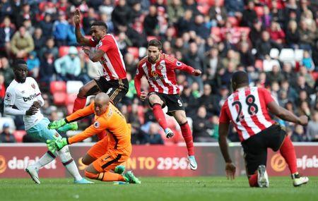 Sunderland's Fabio Borini scores their second goal past West Ham United's Darren Randolph
