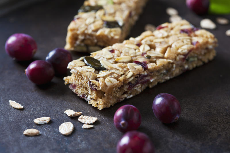 Granola bars with cranberries. (Photo: Getty Images)