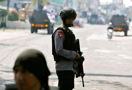 5 police, inmate dead in Indonesia prison riot; hostage held