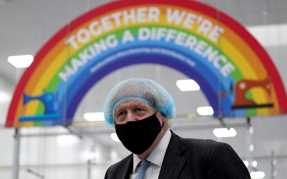 Britain's Prime Minister Boris Johnson, wearing a face mask to prevent the spread of the coronavirus, visits a PPE manufacturing facility during a visit to the north east of England, in Seaton Delaval - Scott Heppell /ap