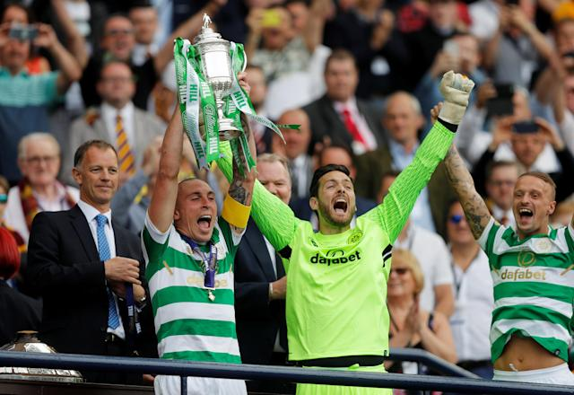 Soccer Football - Scottish Cup Final - Celtic vs Motherwell - Hampden Park, Glasgow, Britain - May 19, 2018 Celtic's Scott Brown lifts the trophy alongside Craig Gordon as they celebrate after winning the Scottish Cup REUTERS/Russell Cheyne