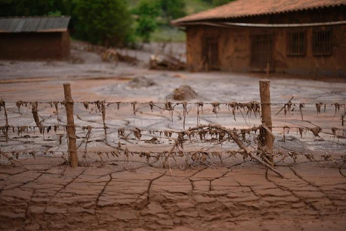 Mud-covered Paracatu de Baixo, buried by an avalanche of mud and mining sludge, is seen in Minas Gerais, Brazil, on November 9, 2015 (AFP Photo/Douglas Magno)