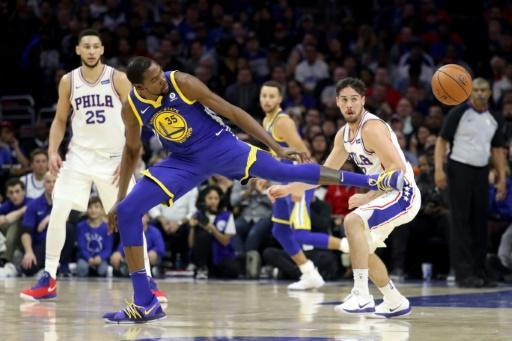 <p>Curry leads Warriors fightback after Sixers blitz</p>