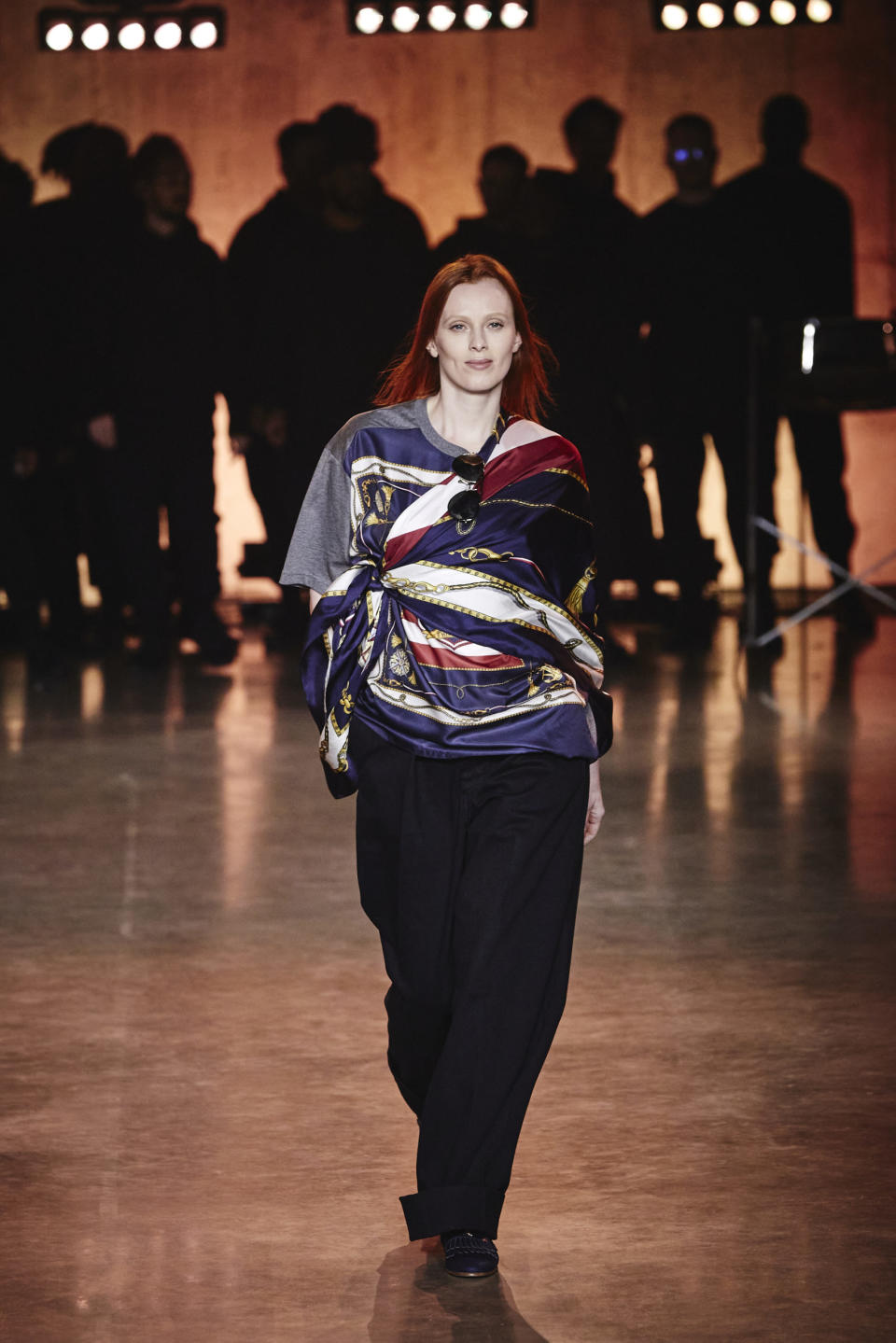 Karen Elson walks the runway at the Tommy Hilfiger show during London Fashion Week. (Tommy Hilfiger)