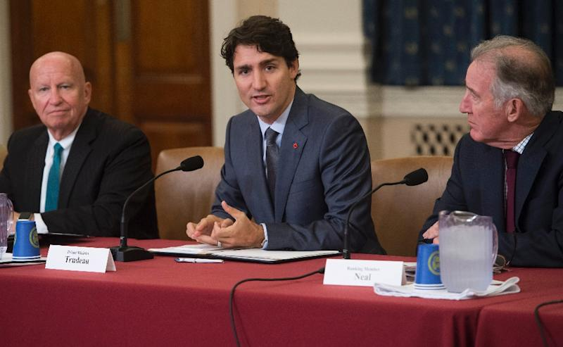 Canadian Prime Minister Justin Trudeau (C) meets with members of the House Committee on Ways and Means, including Committee Chairman Kevin Brady (L), Republican of Texas, and Ranking Member Richard Neal (R), Democrat of Massachusetts, about the NAFTA renegotiations on Capitol Hill in Washington, DC, on October 11, 2017 (AFP Photo/SAUL LOEB)
