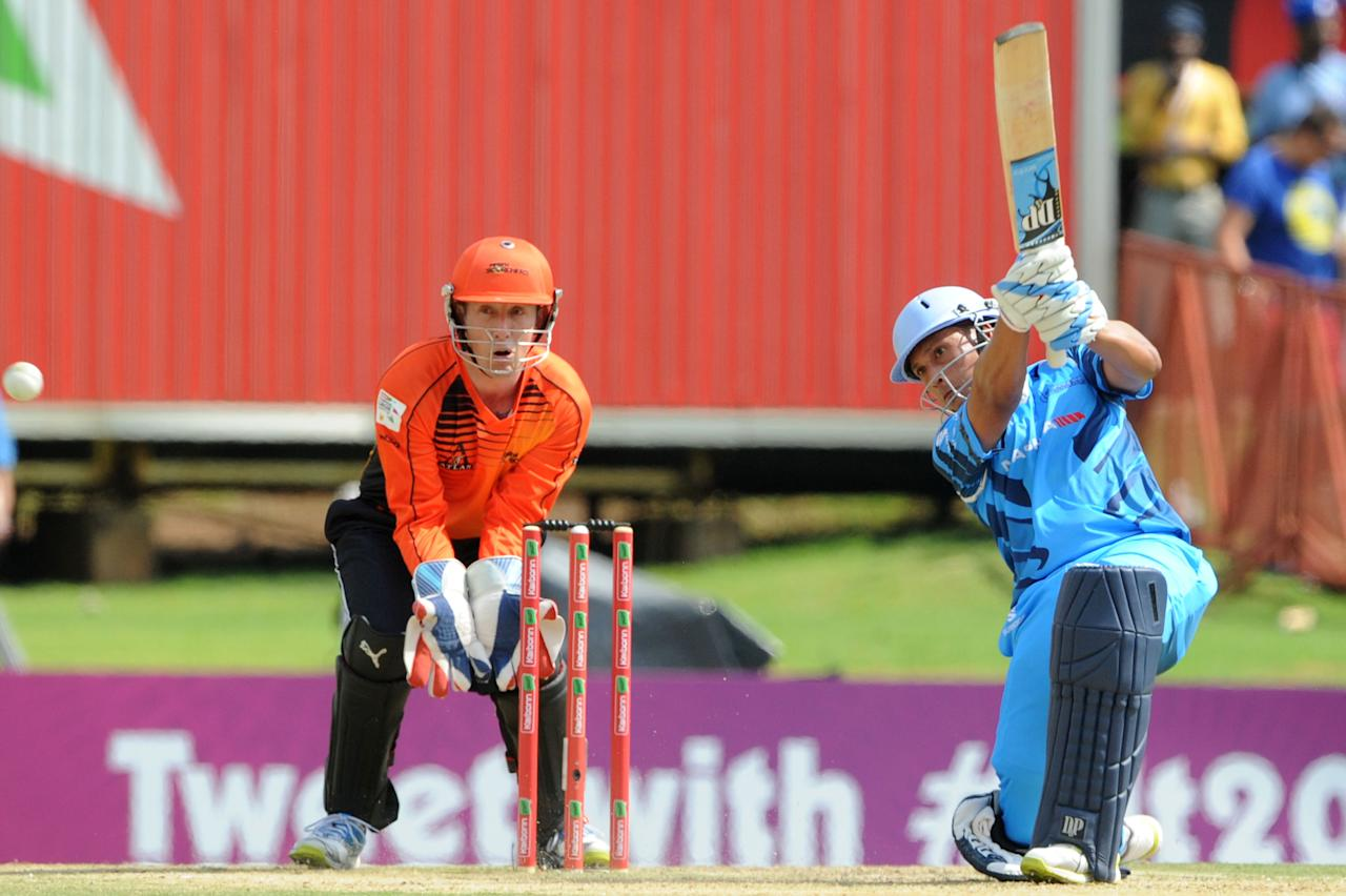 PRETORIA, SOUTH AFRCA - OCTOBER 13:  Henry Davids (R) of the Titans bats as wicketkeeper Luke Ronchi looks on during the Karbonn Smart CLT20 match between Nashua Titans (South Africa) and Perth Scorchers (Australia) at SuperSport Park on October 13, 2012 in Pretoria, South Africa.  (Photo by Lee Warren/Gallo Images/Getty Images)