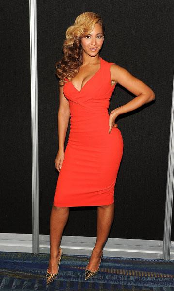 <b>Beyonce </b><br><br>Jay-Z's wife flaunted her figure in an orange Antonio Beradi dress and Jimmy Choo heels at the Super Bowl press conference in New Orleans.<br><br>Image © Rex