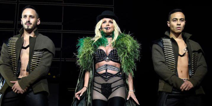 Britney Spears suffers wardrobe malfunction on stage