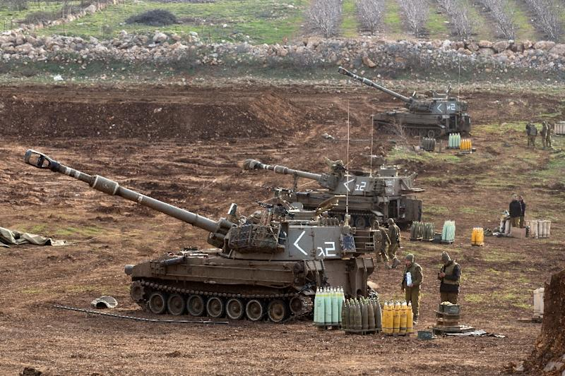 An Israeli howitzer is stationed in the Golan Heights, near the border with Syria, on January 28, 2015 (AFP Photo/Menahem Kahana)