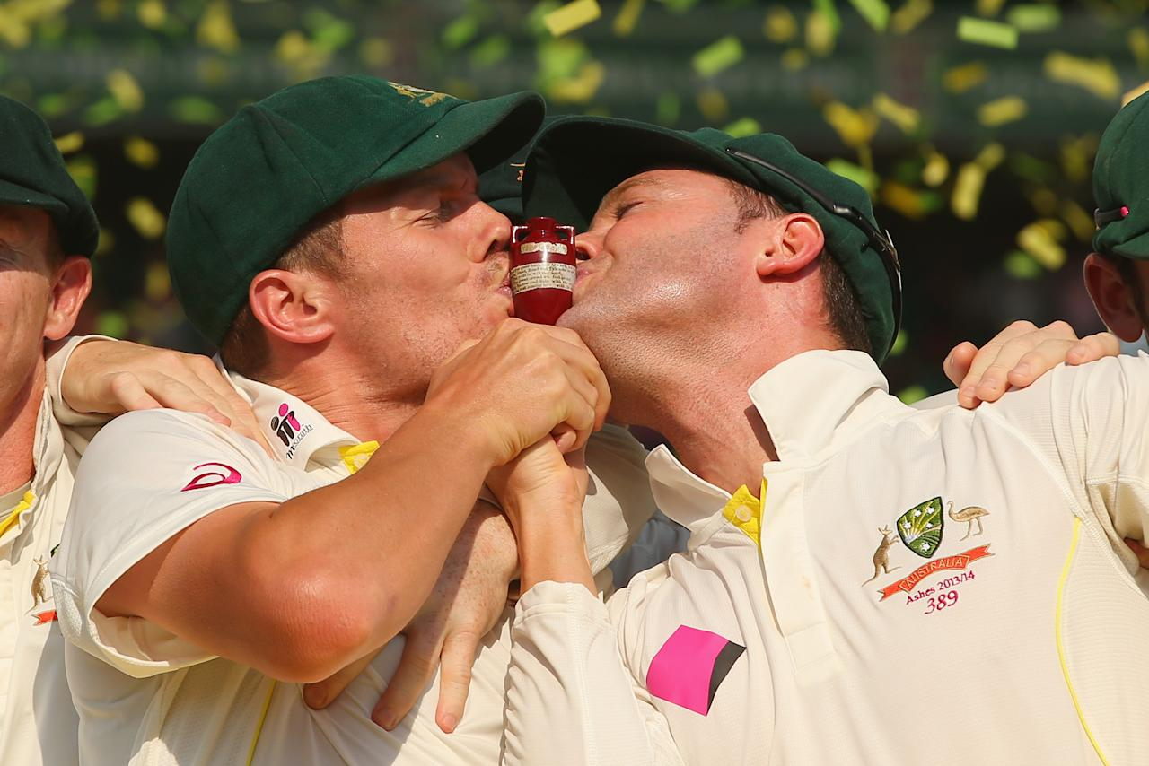 SYDNEY, AUSTRALIA - JANUARY 05:  Peter Siddle and Michael Clarke of Australia kiss the urn celebrate victory in the test and the series during the presentation ceremony on day three of the Fifth Ashes Test match between Australia and England at Sydney Cricket Ground on January 5, 2014 in Sydney, Australia.  (Photo by Mark Kolbe/Getty Images)