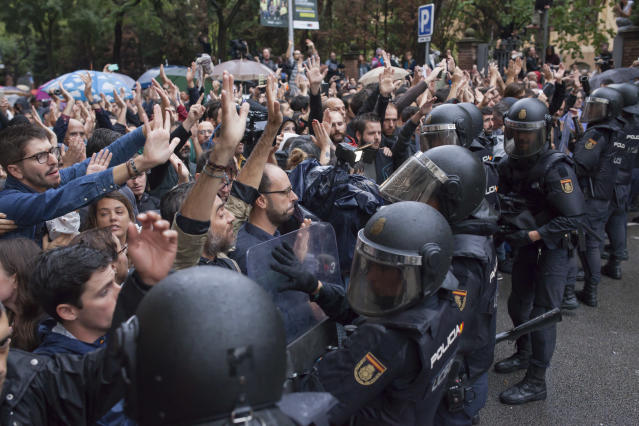 <p>People are facing the Spanish police 'Policia Nacional' after they closed down a polling station. Today the referendum was held to vote for the independence of Catalunya region. (Photo: Andrea Baldo/LightRocket via Getty Images) </p>