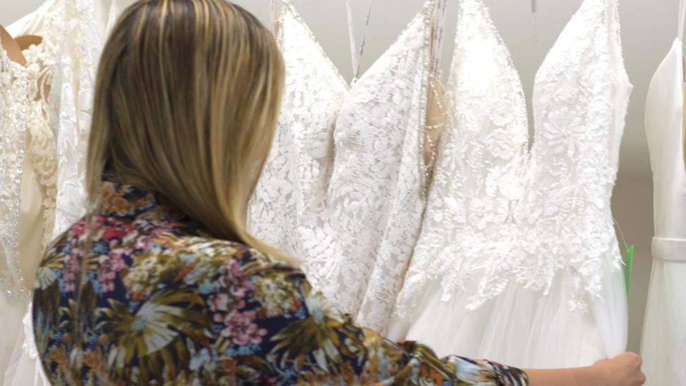 Jen Glantz checks out RK Bridal wedding dress. (Source: Yahoo Finance)