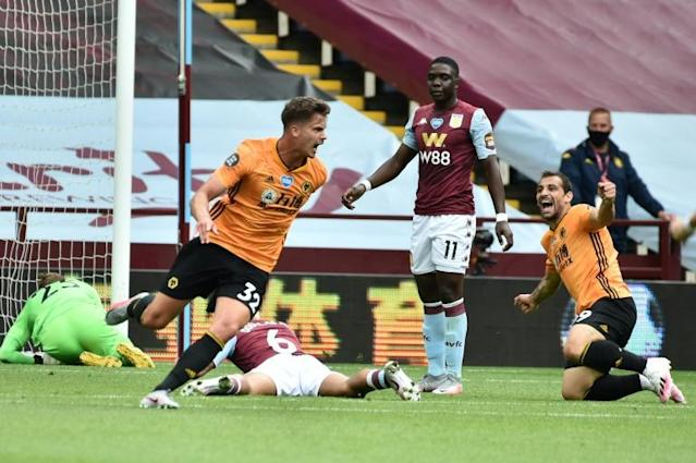 Wolves midfielder Leander Dendoncker (C) celebrates against Aston Villa (AFP Photo/RUI VIEIRA )