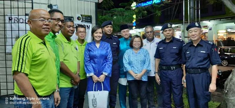 Jasni is seen here in the Hari Raya Aidilfitri celebration by the US9 RA on June 22, 2019, with Subang Jaya assemblyman Michelle Ng and MPSJ councillor Lee Jen Uyin. ― Picture courtesy of USJ9 residents