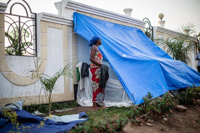 Burundi university students, evicted from their campus since the end of April, get ready for the night at a makeshift camp outside the US Embassy in Bujumbura on June 22, 2015 (AFP Photo/Marco Longari)