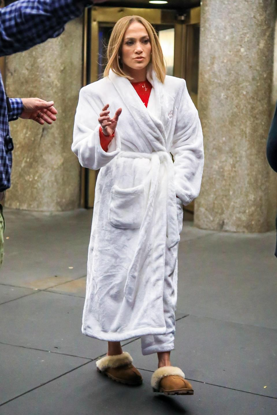 Jennifer Lopez in a very relatable quarantine look