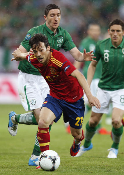 Spain's David Silva controls the ball past Ireland's Stephen Ward and Keith Andrews, right, during the Euro 2012 soccer championship Group C match between Spain and Ireland in Gdansk, Poland, Thursday, June 14, 2012. (AP Photo/Peter Morrison)