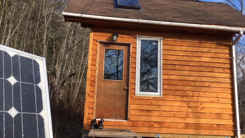 Electrical engineer builds tiny home to showcase cheap, affordable power source